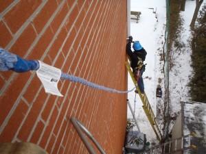 safety tying off on Toronto jobsite